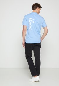 Calvin Klein - SUMMER SCRIPT LOGO - T-shirt con stampa - blue - 2