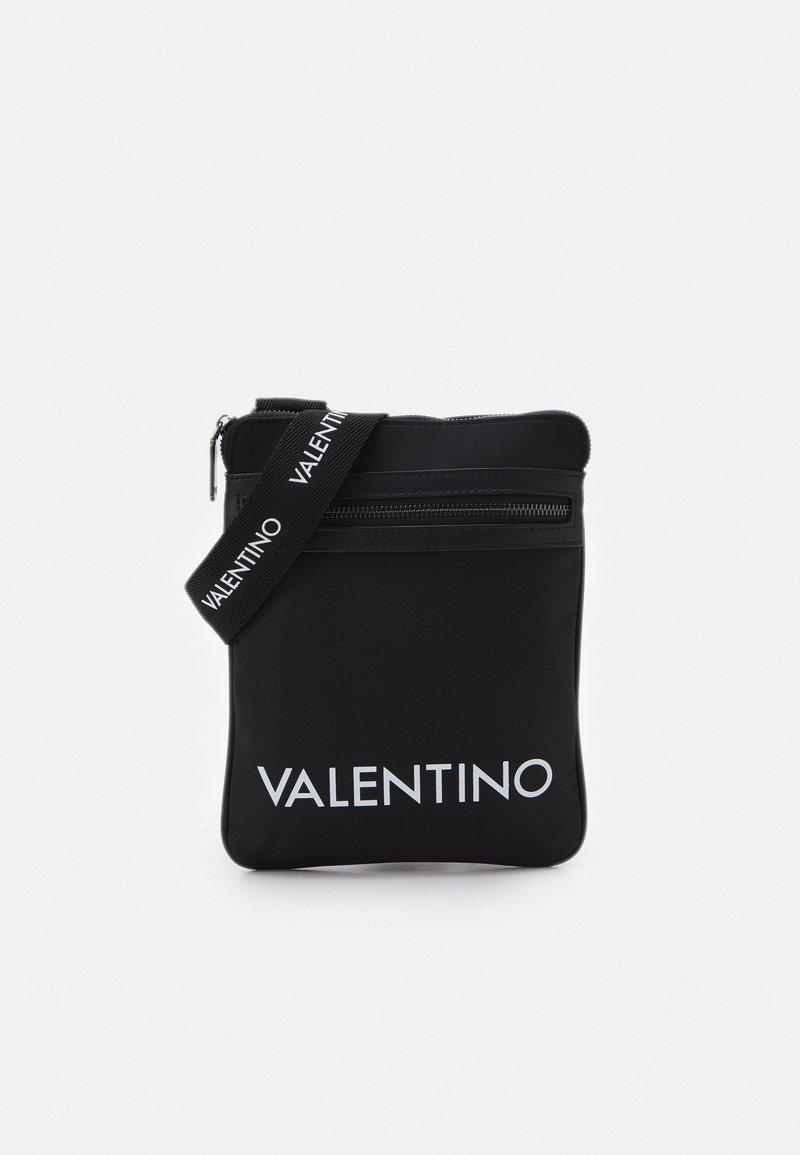 Valentino Bags - KYLO CROSSBODY UNISEX - Taška spříčným popruhem - nero