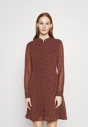 Košilové šaty - metallic red