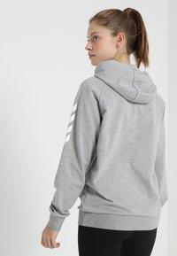 Hummel - HOODIE WOMAN - Hoodie - grey melange - 2
