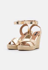 ONLY SHOES - ONLAMELIA LIFE STITCH  - Platform sandals - gold - 1