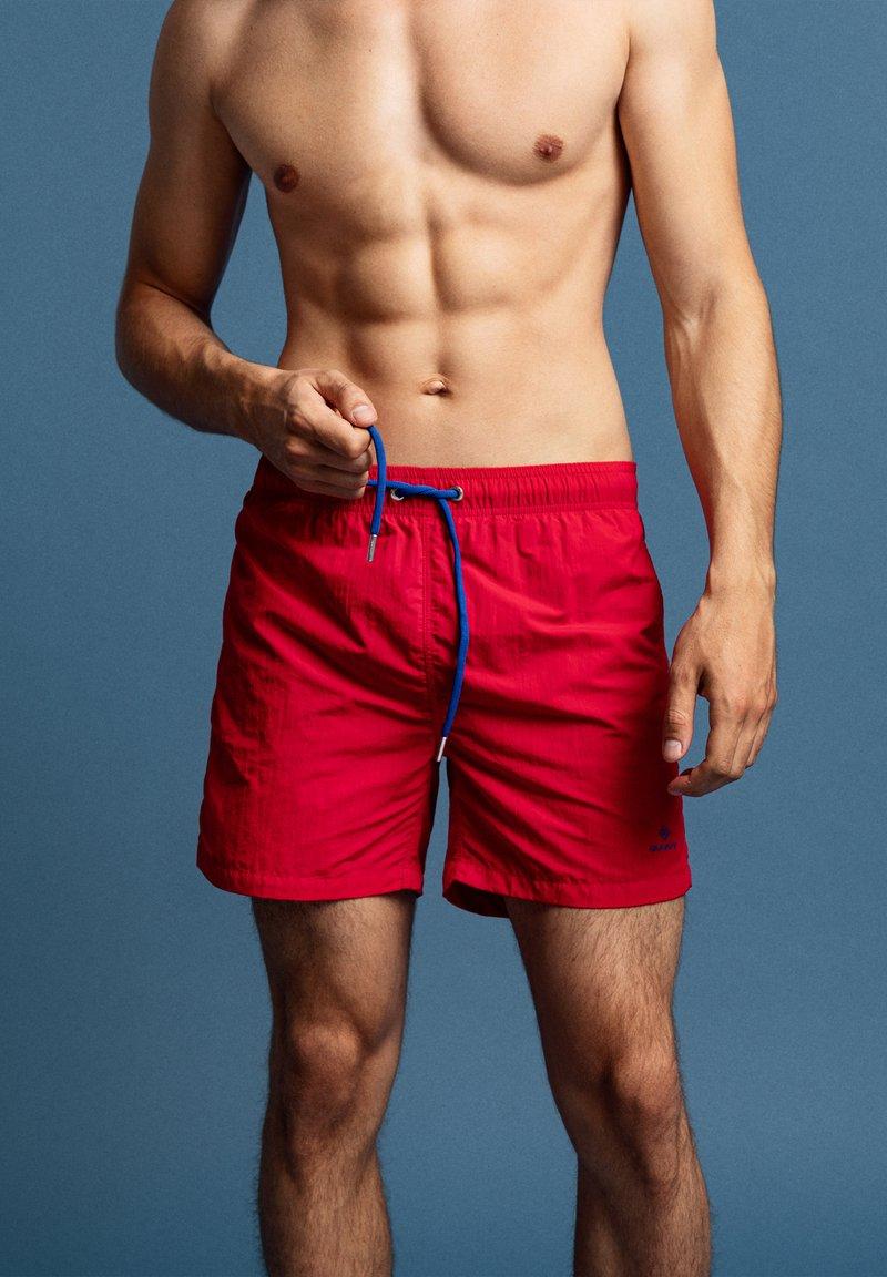 GANT - Swimming shorts - rot