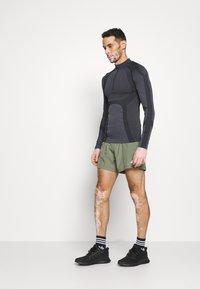 Endurance - KELULA SEAMLESS MIDLAYER - Long sleeved top - black - 1