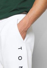 Tommy Hilfiger - BASIC BRANDED - Trainingsbroek - white - 4