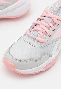 Reebok - XT SPRINTER 2.0 UNISEX - Neutral running shoes - pure grey/pink glow/footwear white - 5