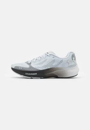 CHARGED PULSE - Chaussures de running neutres - halo gray