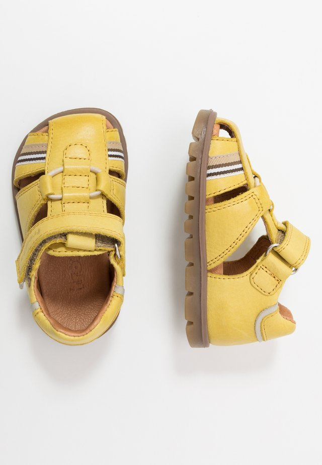 KEKO MEDIUM FIT - Sandalias - yellow