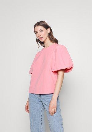 VIMEDUSA - Print T-shirt - wild rose