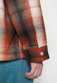Levi's® - PORTOLA CHORE COAT UNISEX - Summer jacket - anatase picante - 7