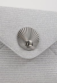 Dorothy Perkins - SHELL - Clutches - silver - 6
