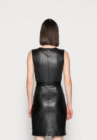 Calvin Klein - SCOOP NECK DRESS - Sukienka etui - black - 2
