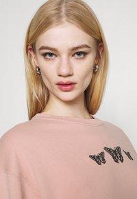 Hollister Co. - PUFF CREW - Sweatshirt - pink - 3