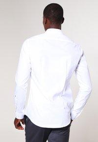 Seidensticker - MODERN KENT X SLIM - Zakelijk overhemd - weiss - 2