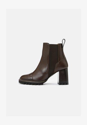 MALLORY - Kotníková obuv na vysokém podpatku - dark brown