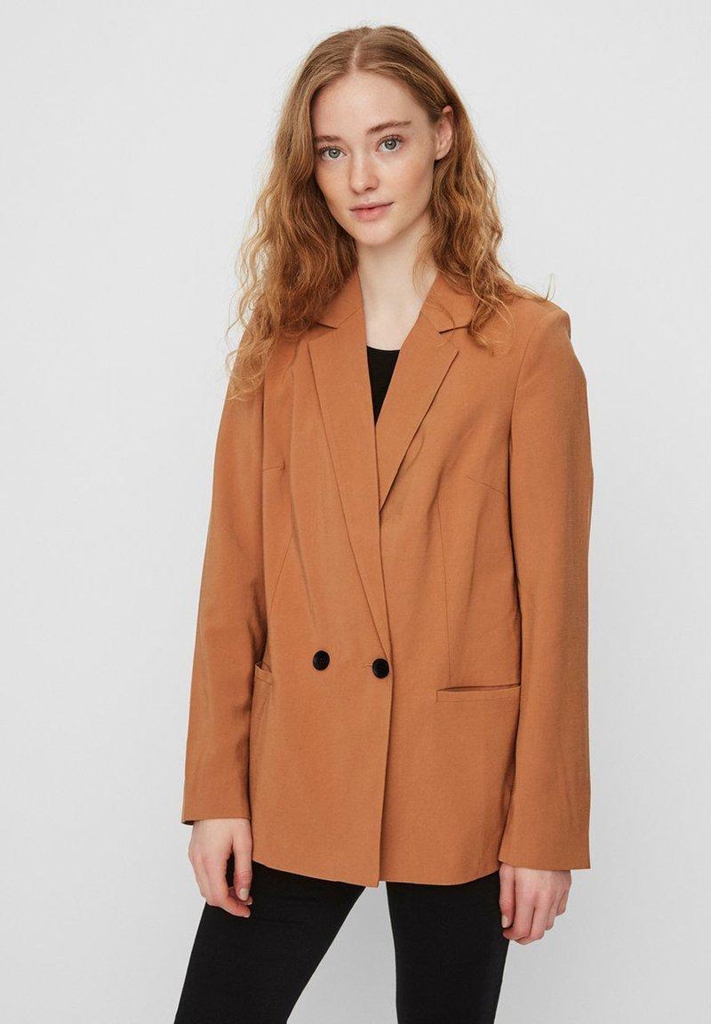 Vero Moda - VMEMILY  - Blazer - meerkat