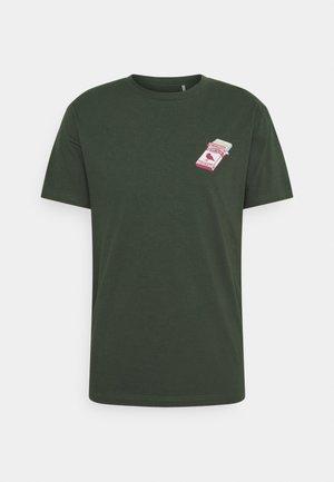 FORTUNE TELLA - T-shirt con stampa - scarab green
