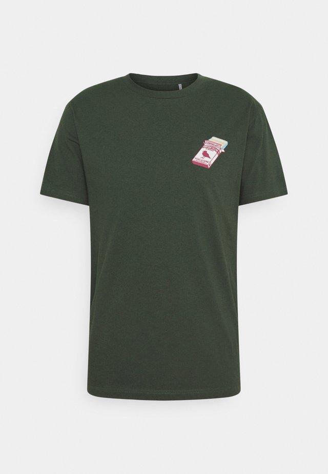 FORTUNE TELLA - T-shirt print - scarab green