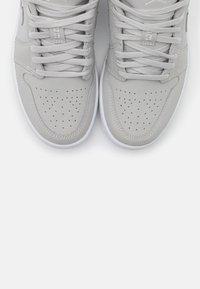 Jordan - AIR 1 - Sneakers basse - grey fog/white - 5