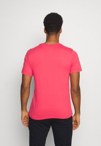 Nike Performance - TEE CREW SOLID - Basic T-shirt - light fusion red/black - 2