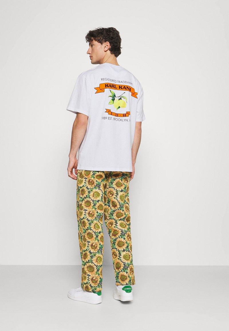 Karl Kani - UNISEX SMALL SIGNATURE TEE - T-shirt imprimé - white