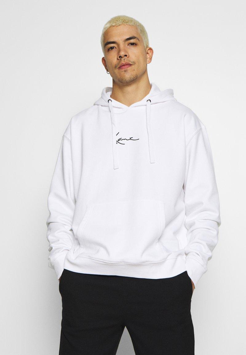 Karl Kani - SIGNATURE HOODIE - Bluza z kapturem - white/black