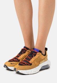 Nike Sportswear - AIR MAX VERONA 2.0 - Trainers - black/wheat/indigo burst/habanero red - 3
