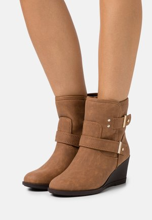WIDE FIT PANSY - Wedge Ankle Boots - brown