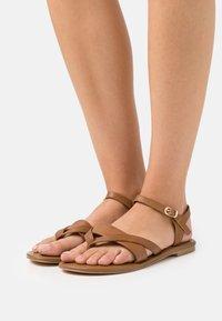 Anna Field Wide Fit - T-bar sandals - cognac - 0