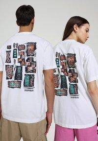 Napapijri - S-KEE - T-shirt z nadrukiem - bright white - 3