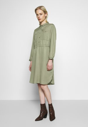 WORKER DRAPEY DRESS - Skjortekjole - olive green