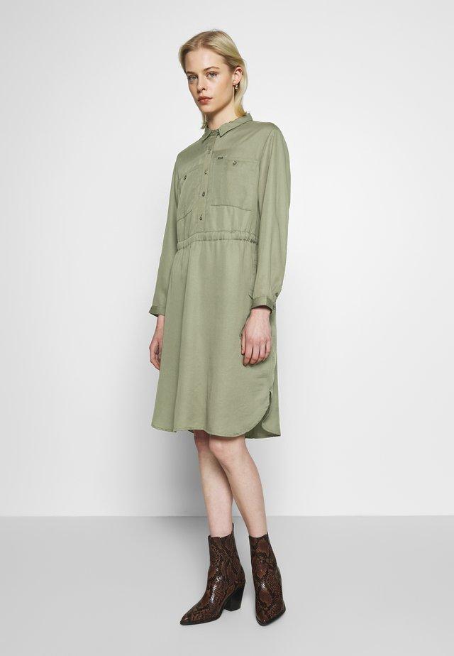 WORKER DRAPEY DRESS - Shirt dress - olive green