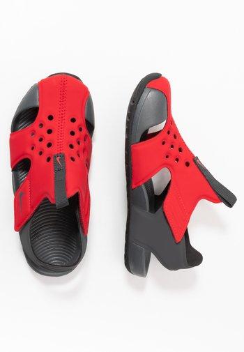 SUNRAY PROTECT 2 UNISEX - Pool slides - university red/anthracite/black