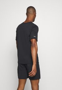 Nike Performance - MILER - T-shirt imprimé - black/claystone red/silver - 2