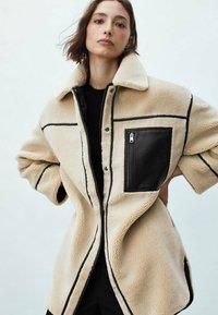 Massimo Dutti - WENDE - Short coat - ochre - 0