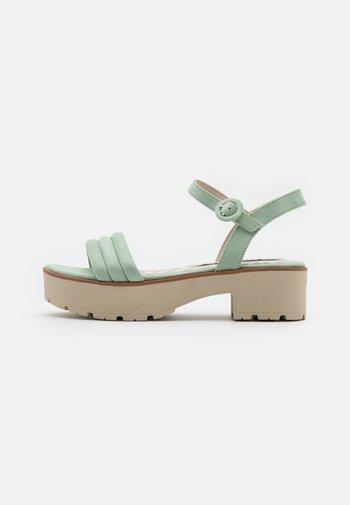 CURIE - Sandály na platformě - menta