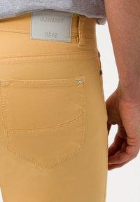 BRAX - STYLE CADIZ - Jeans slim fit - sunset - 4