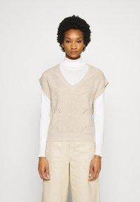 Moss Copenhagen - ENITA VEST - Print T-shirt - oatmeal - 0
