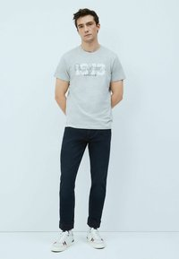 Pepe Jeans - ANDRES - T-shirt med print - gris marl - 1