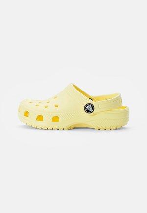 CLASSIC CLOG - Klapki - banana