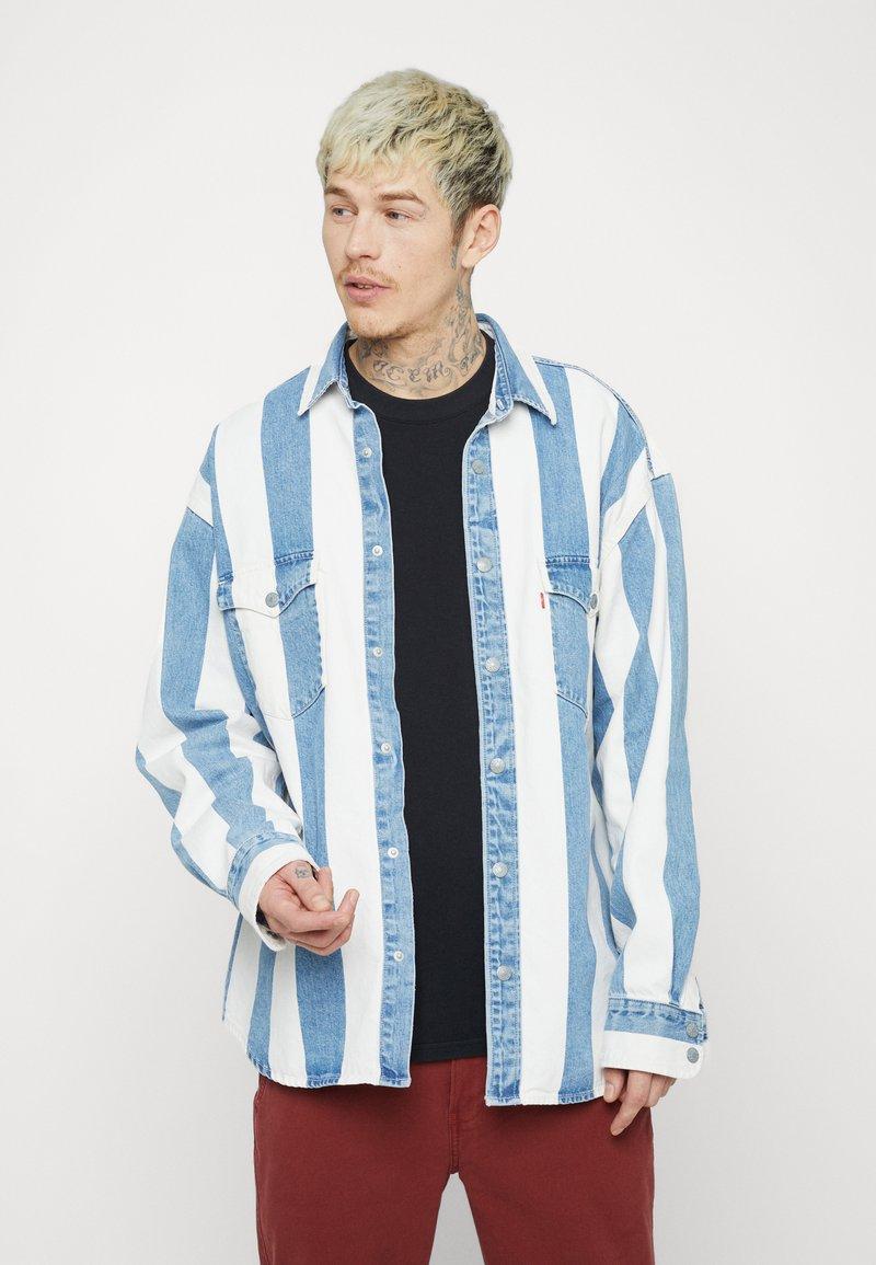Levi's® - BARSTOW WESTERN UNISEX - Shirt - blue denim/white
