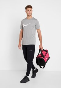 Nike Performance - Bolsa de deporte - rush pink/black/white - 5
