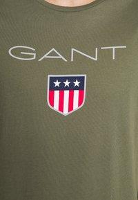 GANT - SHIELD - T-shirt med print - olive - 4