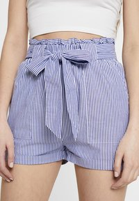 ONLY - ONLSMILLA STRIPE BELT - Shorts - medium blue denim