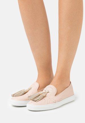 Nazouvací boty - tango rosachiaro