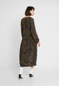 JUST FEMALE - MIE MAXI DRESS - Maxi dress - black/yellow - 2