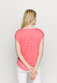 ONLY Play - ONPSHELLY CURVED BURN OUT TEE - Camiseta estampada - coral - 2