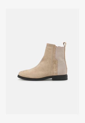 ESSENTIALS FLAT BOOT - Classic ankle boots - beige