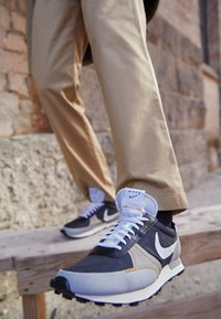 Nike Sportswear - DBREAK TYPE UNISEX - Trainers - black/white/grey fog/college grey/bucktan - 2