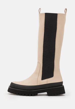 CAMILA - Platåstøvler - ivory