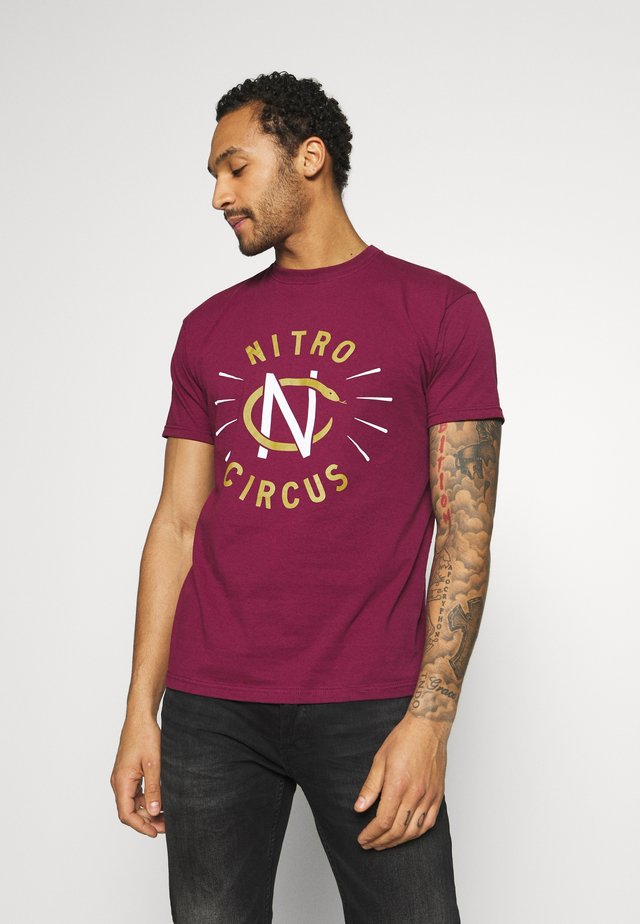 NITRO CIRCUS SERPENT TEE - T-shirt con stampa - burgundy
